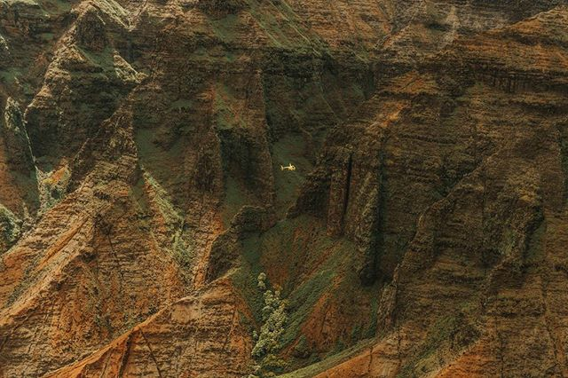 #GrandCanyon of the Pacific - #helicopter 🚁 for scale #waimeacanyon