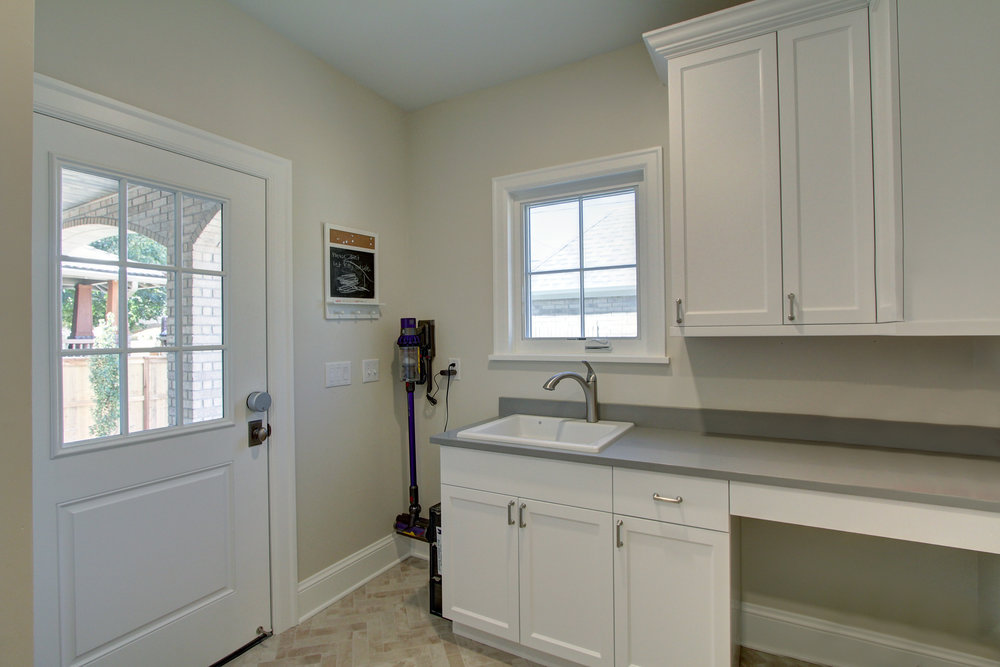 1305 Vine mud room 2.jpg