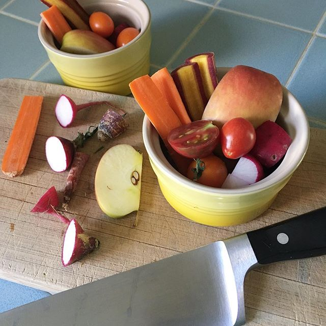 Little bowls full of fruit and veggies make great appetizers for hungry kids 🍎