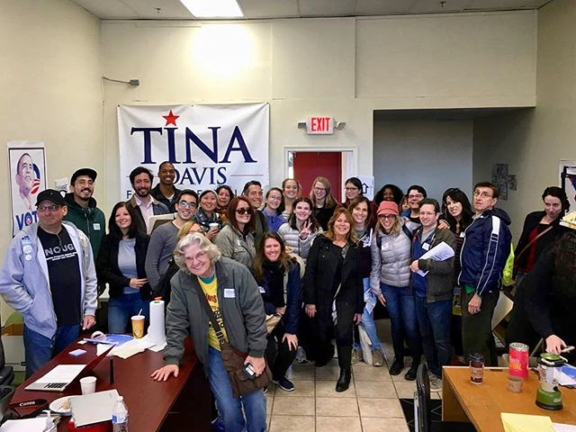 70 New Yorkers from the 4 NYC @sister_district Teams came together this weekend to canvass for @votetinadavis & @lizforpa!!! We are blown away. Thank you to our amazing volunteers. . . . #thelastweekend #redtoblue #statesmatter #midtermsmatter #sisterdistrict #bluewave #bluewave2018 #bluetsunami #bluetsunami2018🌊