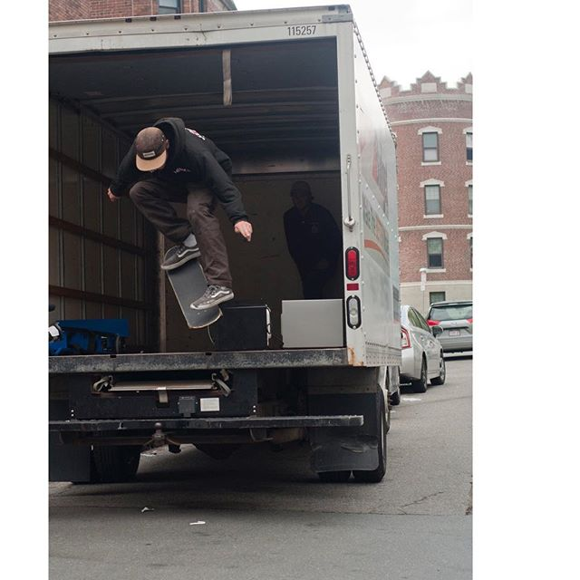 @mulchlord krooking a microwave! As seen in the Allston Christmas article in the new @skatejawn #christmas