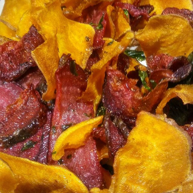 Sweet Potato and Fried Beet Chips #whatveganeats #freshfood #localeats #baltimorelocals #baltimorebestfood #Baltimorebesteats#vegancrab #veganburger #bestheartysoups #bestbeansoups#buyblackowned #buylocal #blackentrepenuers #blackbeansmatter
