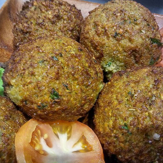 These Fancy Falafels Are Full of Flava and just 10 bucks today bcuz its whateva Wednesday and that's whats up!! #whatveganeats #freshfood #localeats #baltimorelocals #baltimorebestfood #Baltimorebesteats#vegancrab #veganburger #bestheartysoups #bestbeansoups#buyblackowned #buylocal #blackentrepenuers #blackbeansmatter byanymeansnecessary #baltimorelocals #Breakfast #baltimorebest#bestheartysoups #cityseeds #bigbeansoups #localeats #soupson #soulfood #vegancrab #vegandelights #veganeats#greateats