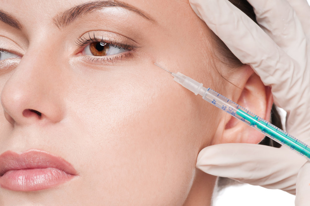 cosmetic-botox-injection-in-the-beauty-face-20785721.jpg