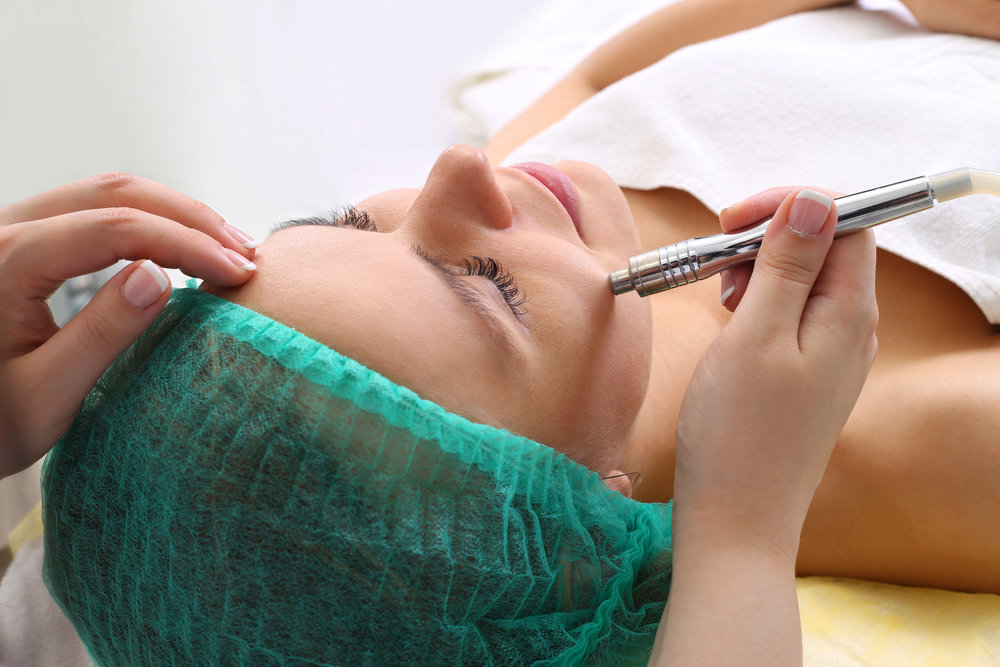 procedure-of-microdermabrasion-75285934.jpg
