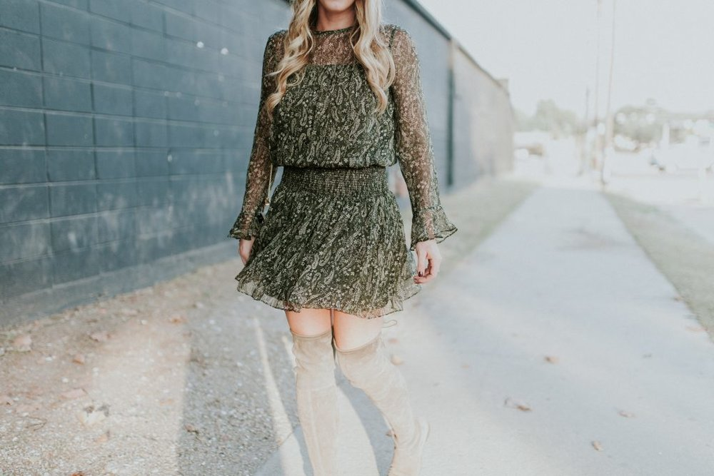 blogger-gracefully-taylored-in-shoshanna-dress-stuart-weitzman-boots14