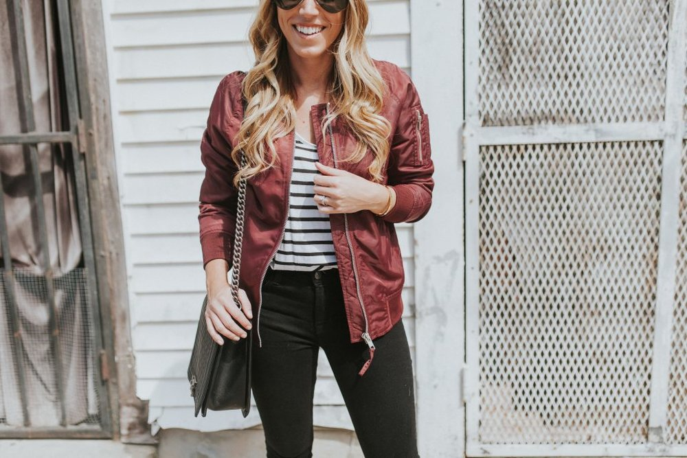 Blogger-Gracefully-Taylored-in-Urban-Outfitters-Bomber-Jacket2-1024x683.jpg