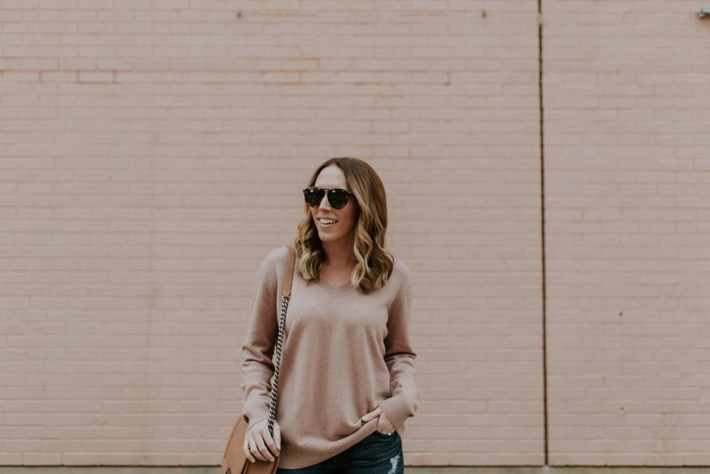 Blogger-Gracefully-Taylored-in-Blush-Vince-Sweater10-1024x683.jpg