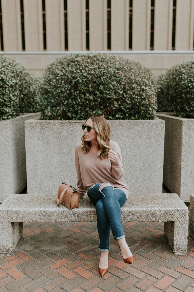 Blogger-Gracefully-Taylored-in-Blush-Vince-Sweater1-1-683x1024.jpg
