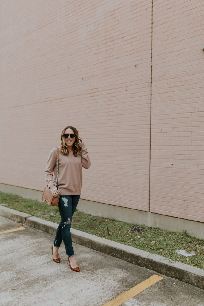 Blogger-Gracefully-Taylored-in-Blush-Vince-Sweater25-683x1024.jpg