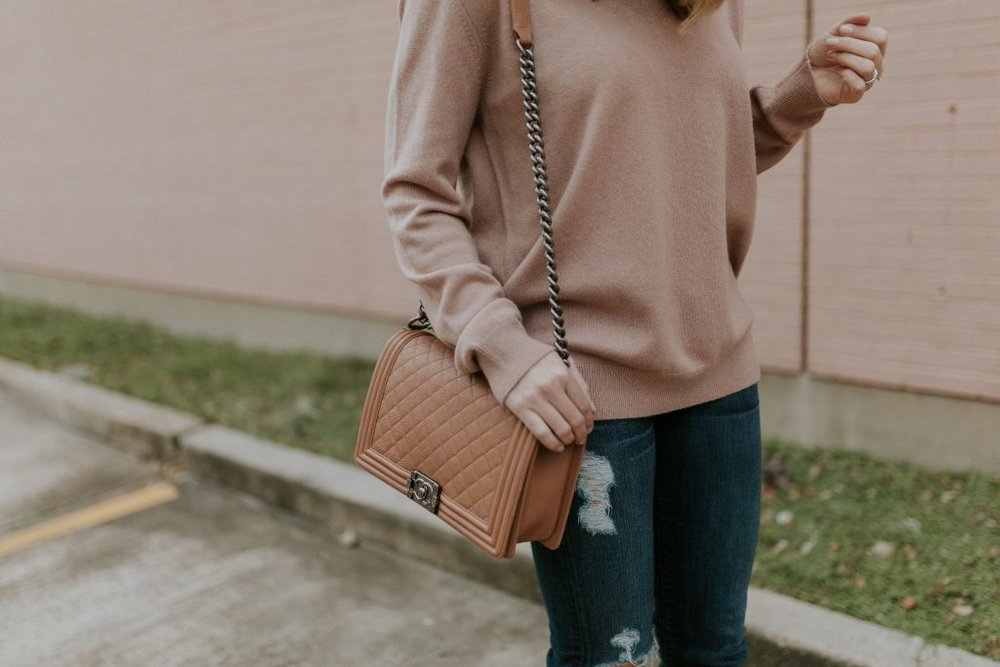 Blogger-Gracefully-Taylored-in-Blush-Vince-Sweater22-1024x683.jpg