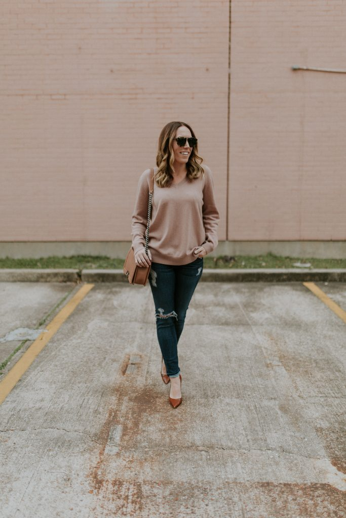 Blogger-Gracefully-Taylored-in-Blush-Vince-Sweater30-683x1024.jpg