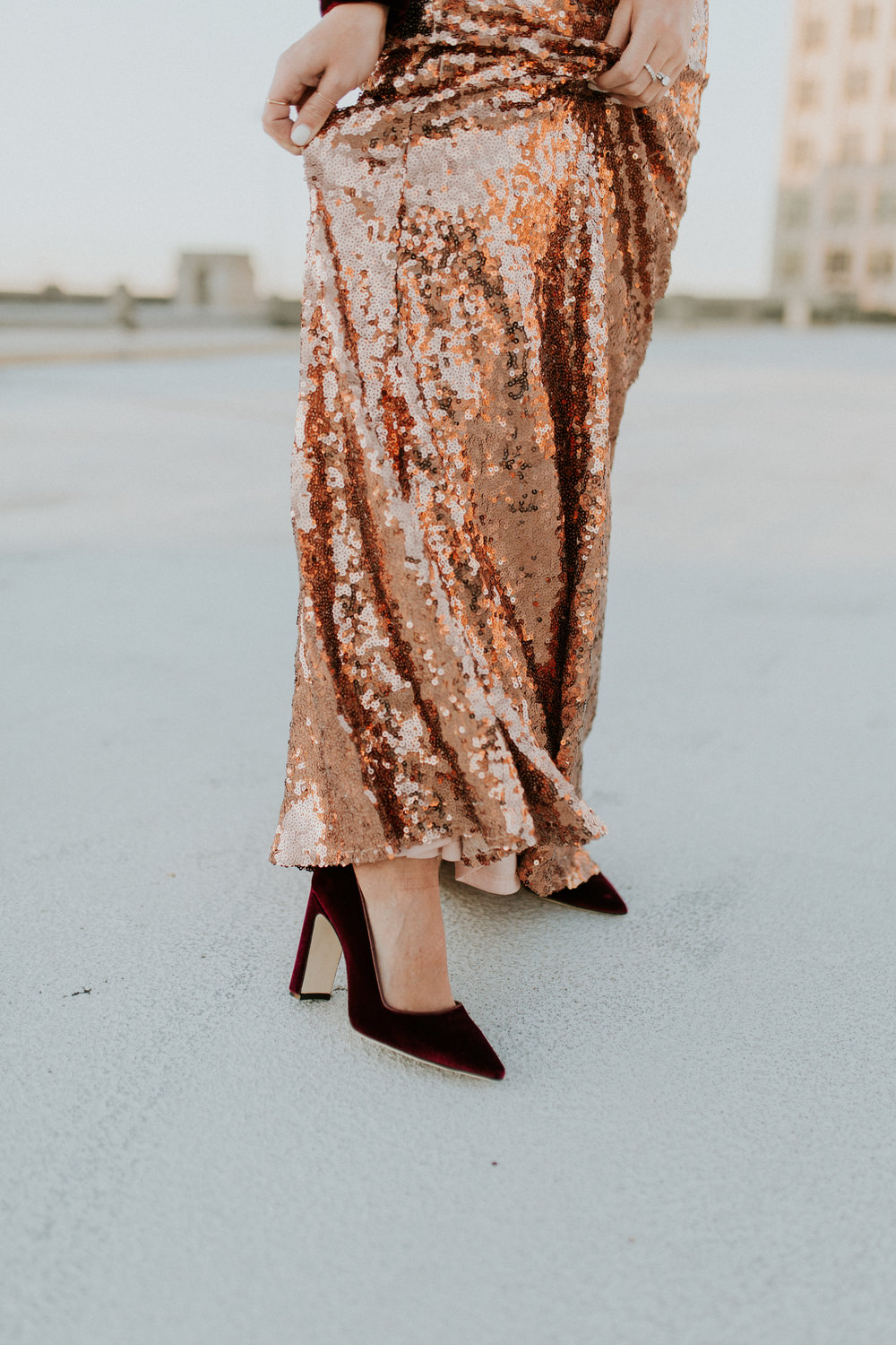 Blogger Gracefully Taylored in Clad & Cloth Sequin Skirt(6).jpg
