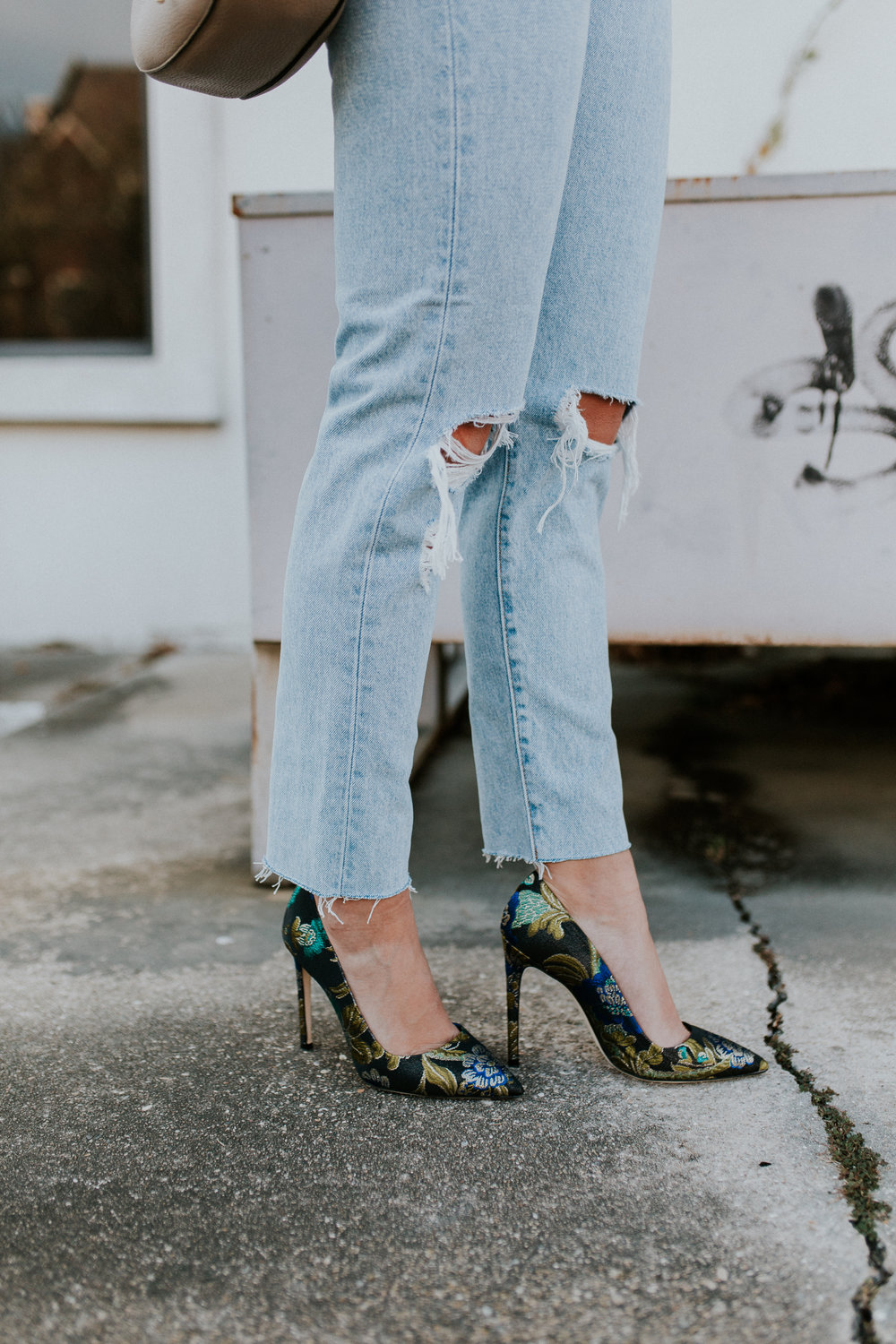 Blogger Gracefully Taylored in Levis and Dee Keller Heels(19).jpg