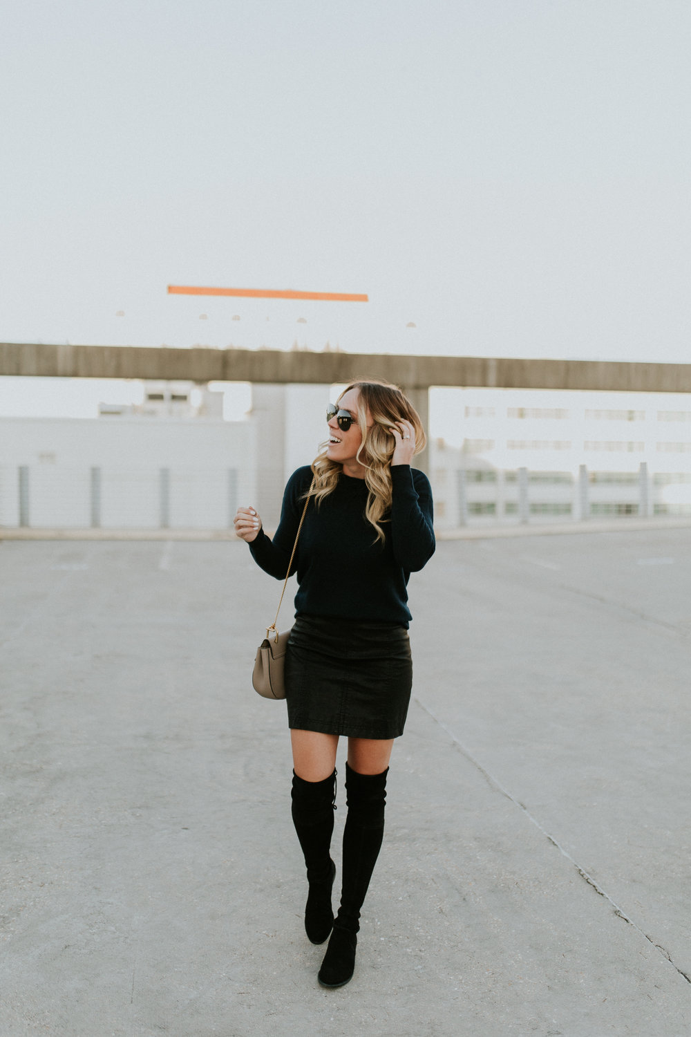 Blogger Gracefully Taylored in Autumn Cashmere Sweater(19).jpg