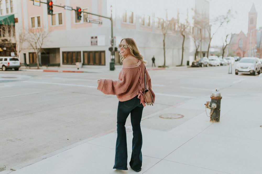 Blogger Gracefeully Taylored in Free People Sweater(15).jpg