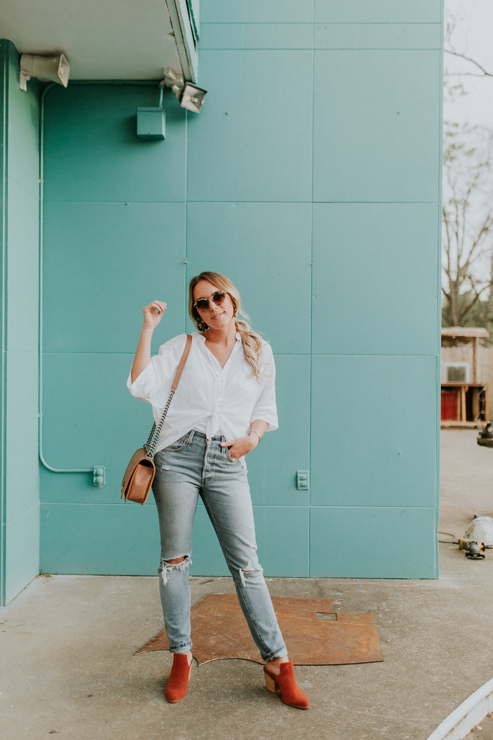 Blogger Gracefully Taylored in Free People Top, Levis and Chinese Laundry Booties(10).jpg
