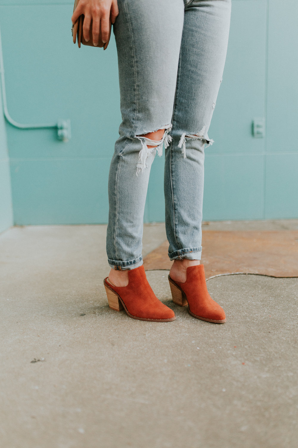 Blogger Gracefully Taylored in Free People Top, Levis and Chinese Laundry Booties(12).jpg
