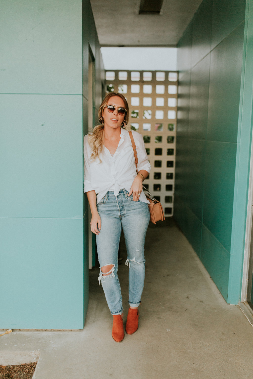 Blogger Gracefully Taylored in Free People Top, Levis and Chinese Laundry Booties(4).jpg