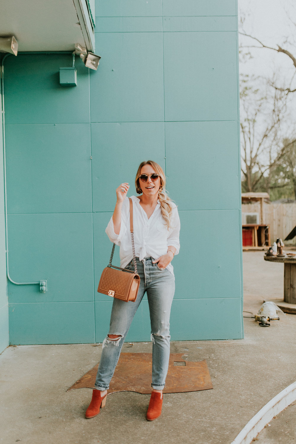 Blogger Gracefully Taylored in Free People Top, Levis and Chinese Laundry Booties(7).jpg
