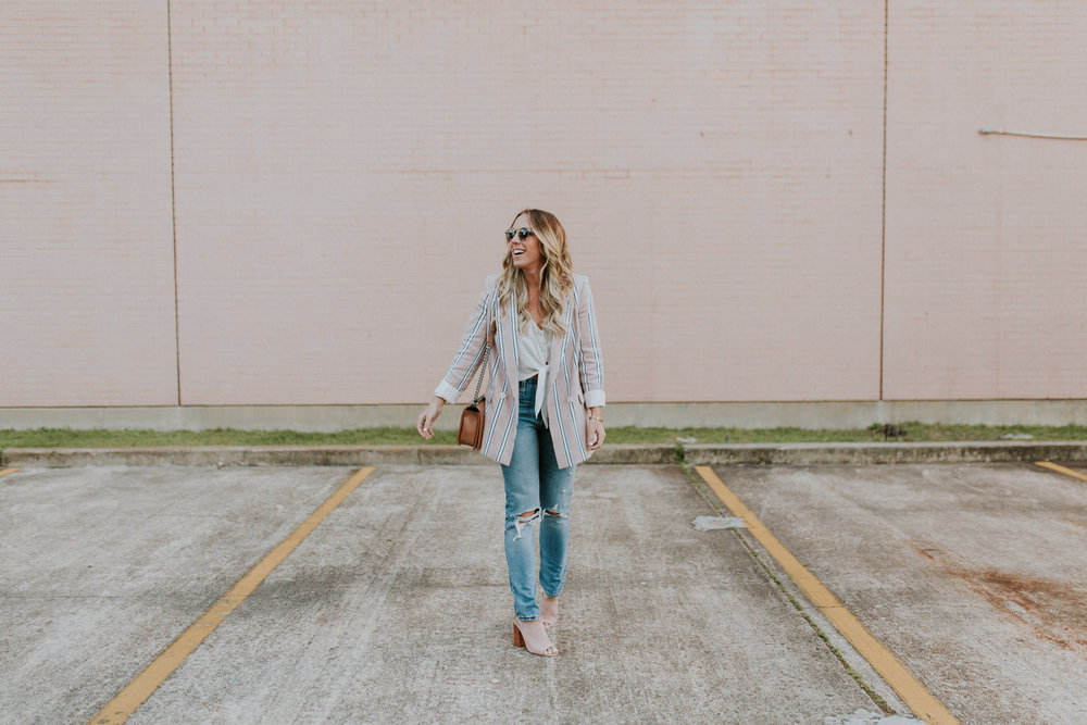 Blogger Gracefully Taylored in Free People Blazer & Levis(2).jpg
