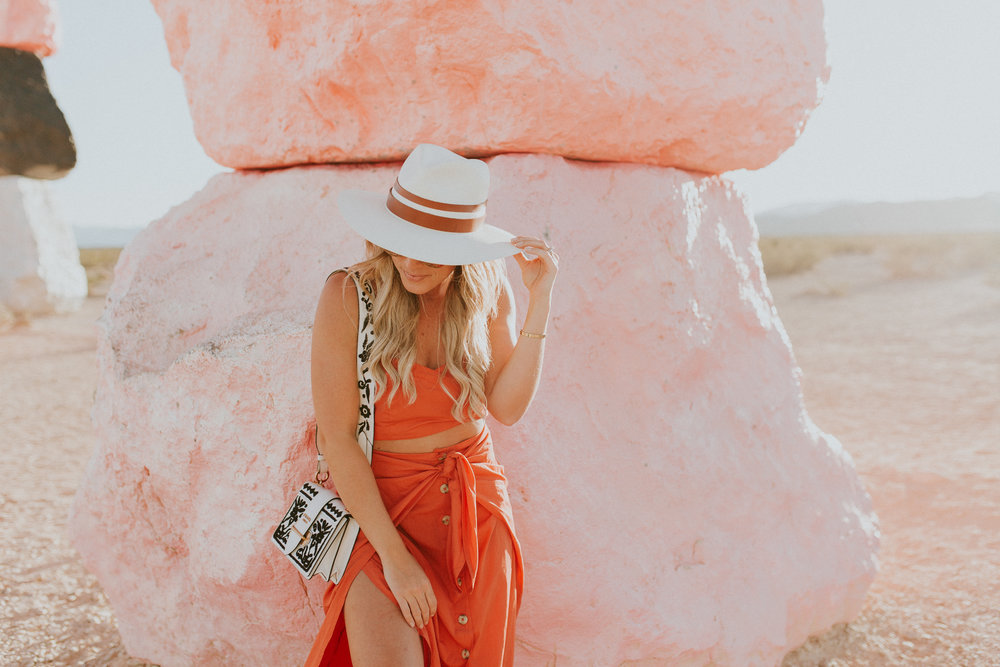 Blogger Gracefully Taylored in Free People at Seven Magic Mountains(19).jpg