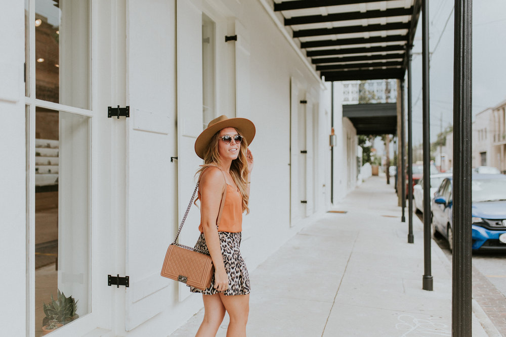 Blogger Gracefully Taylored in Leopard Shorts(4).jpg