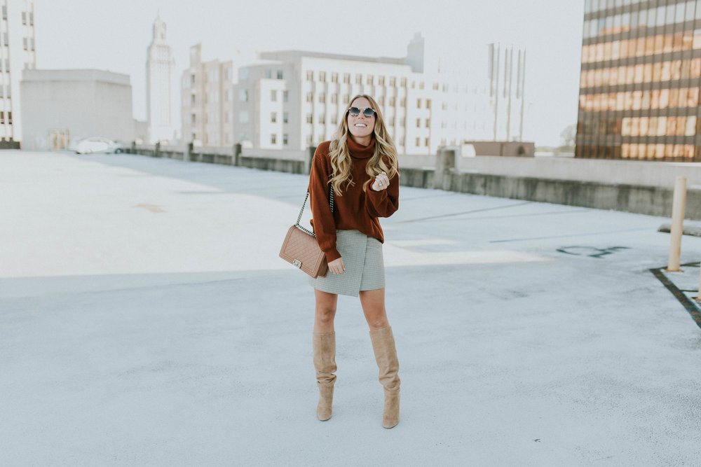 Blogger Gracefully Taylored in Free People Sweater and Theory Skirt(3).jpg