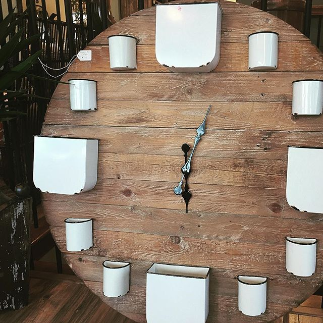 When you forgot what you ordered at market and then this shows up.....kinda like your birthday and Christmas all at once😜#bigclocks #uniquedecor #interiors #marketfinds #blackdoorinteriors