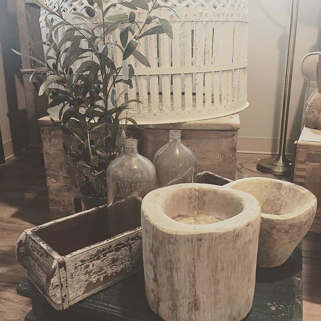 If you haven't been into the shop lately you are missing all the good things!  Come browse the new inventory and get inspired for a refresh😊#springrefresh #newinventory #antiques #modernfarmhouse #shoplocal #woodbowls #seltzerbottles #furniture #decor #interiordesign #blackdoorinteriors