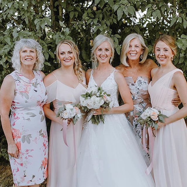 Photos like this make me so happy! Personally, I am so thankful for the amazing women in my family! Multiple generations of strong, gracious, thoughtful ladies who are forever supportive and hold me accountable to my goals! Every bride needs ladies like this in her corner, they're invaluable. 🙌🏻 . . Photo by @Bonitagabrielle Hair by #EmBridalTeam Stylist @CrownsofGoldStyling Airbrush Makeup by me! . . . . . #BellinghamMakeupArtist #LyndenMakeupArtist #BellinghamBride #FerndaleBride #AirbrushMakeup #BridalMakeup #Bellinghamhairstylist #crown #Queen #Bellinghamwedding #PNWwedding #PNWmakeupartist