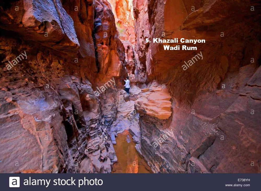 tourist-in-khazali-canyon-wadi-rum-jordan-middle-east-E738YH.jpg