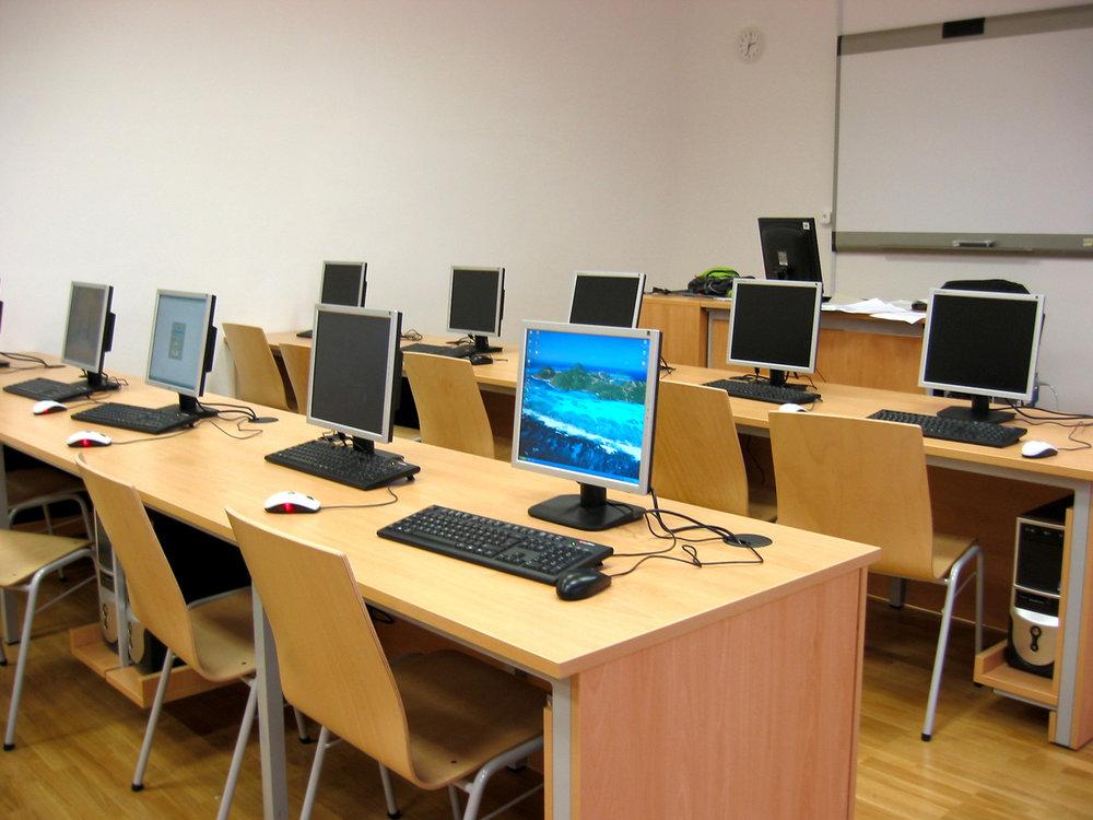 computer-room-1242684-1600x1200.jpg