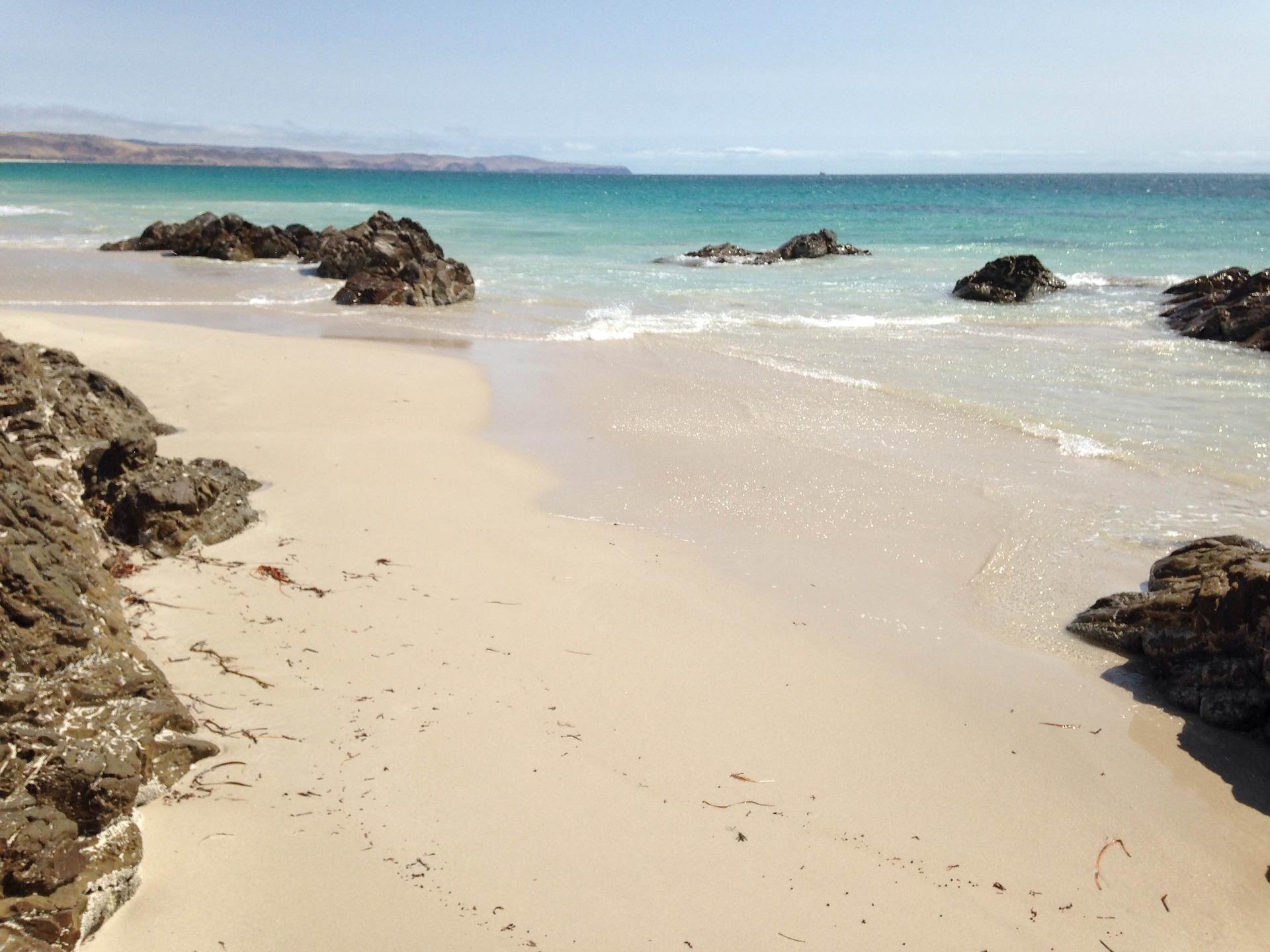 sandy-beach-922417_1920