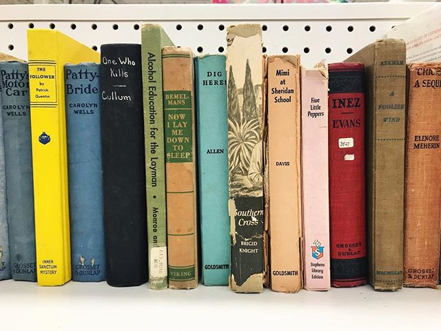 On the hunt for a few vintage books to add around the new house 💛