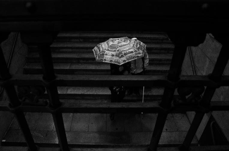 Metro con lluvia