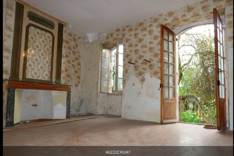 A beautiful town house with a tiny garden and unfortunately no barn to store our treasures