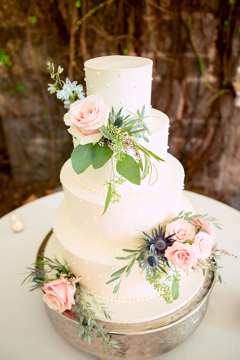 Cake from Frosted Pumpkin | Flowers from Faith Flowers                                                                     Photography by Once Like a Spark