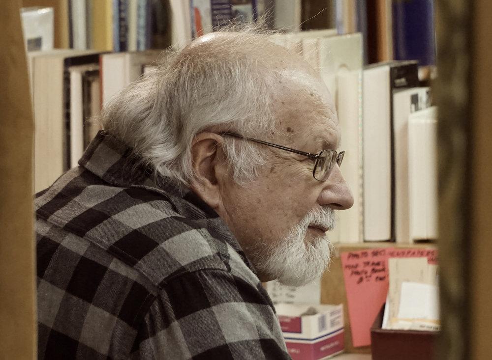 Beau Beausoleil dans sa librairie