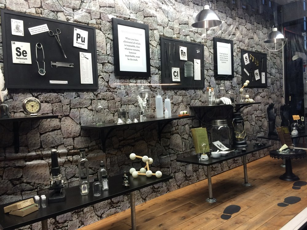 L'hommage de Noelle Nicks à l'univers de Sherlock Holmes, à partir d'ustensiles vendus chez Cole Hardware