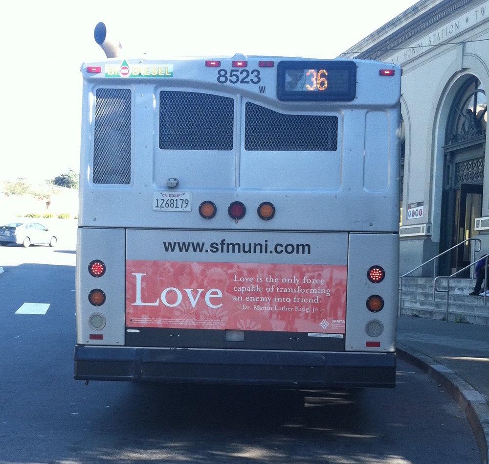 Un cul de bus qui parle des vertus de l'amour
