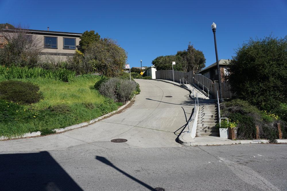 Le bout de  Prentiss Street , l'un des tronçons les plus pentus de la ville de San Francisco