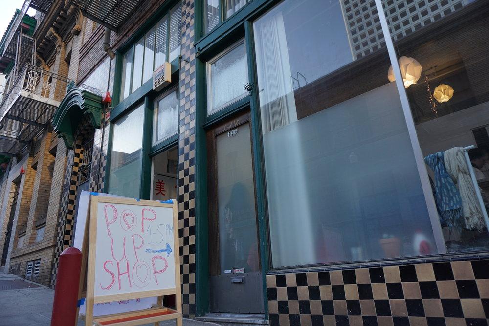 4 heures d'ouverture seulement pendant une seule journée, pour cette boutique d'art éphémère en plein Chinatown