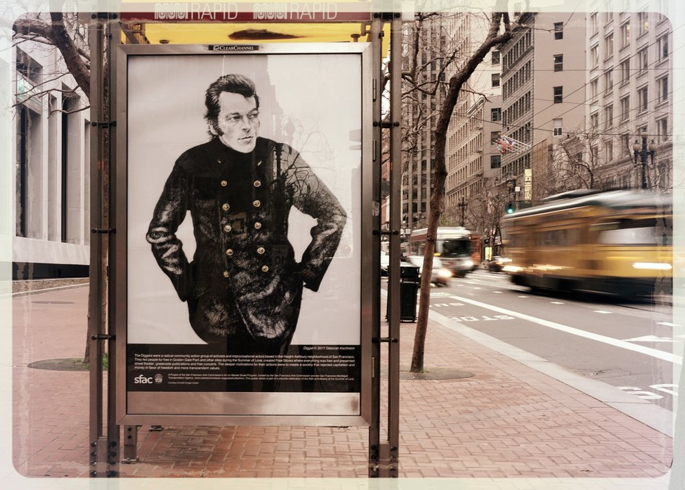Emmett Grogan, l'âme des  Diggers  de San Francisco (une des six oeuvres produites par l'artiste  Deborah Aschheim  et visibles dans les abris bus de Market street)