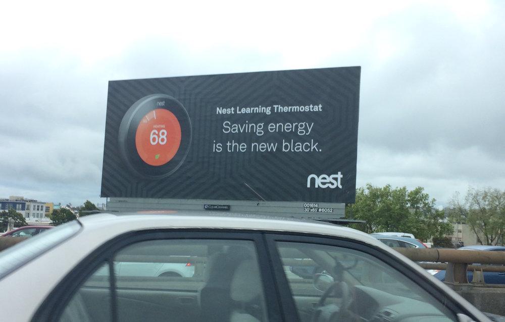 Un nom simple pour un objet technologique qui ne l'est pas moins (le thermostat intelligent de l'entreprise Nest)