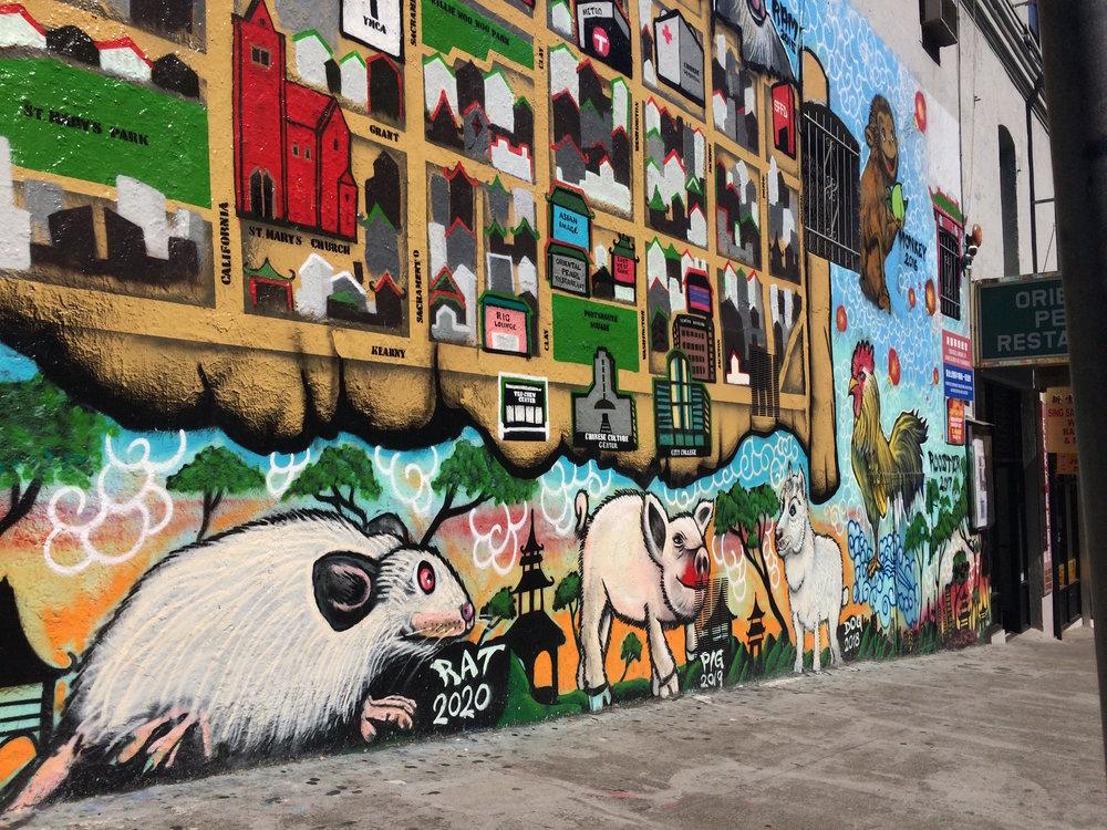 Cette peinture murale à l'entrée de Chinatown nous rappelle qu'une nouvelle Année du rat est pour bientôt