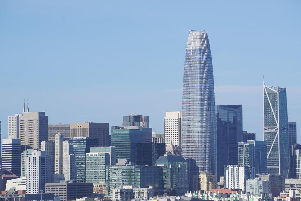 Une nouvelle pousse de bambou métallique a surgi encore plus haut dans le quartier des affaires.
