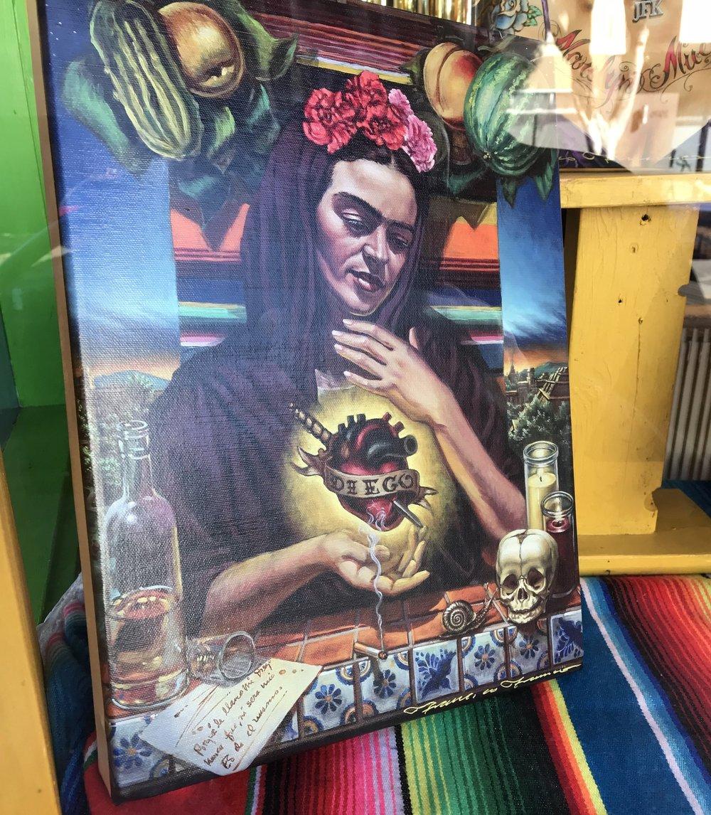 Dans une vitrine de Mission, Frida expose son coeur transpercé et offert à l'amour de Diego.