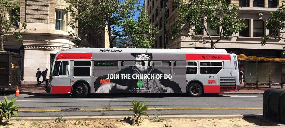 Sur les bus de San Francisco, une campagne de publicité qui célèbre les faiseurs.