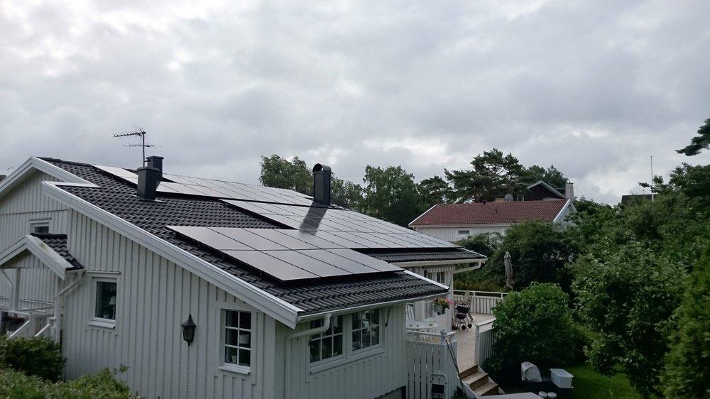 45 st 265W Hareon Solar svarta  Investering 182 000 kr, återbetalningstid 9 år.  Energiproduktion 11 500 kWh/år